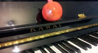 """""""אשת חיל דייוידסון"""" גרסת הפסנתר לשבת"""