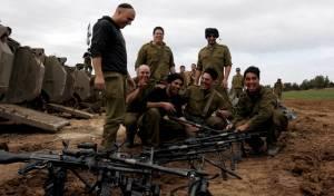 """חיילי צה""""ל בעוטף עזה, לפני יציאה למבצע צבאי - אושר: הקבינט יוכל לאשר יציאה למלחמה"""