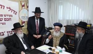 """מייסד ״בוני עולם״ עם גדולי הרבנים במעון הגר""""ש כהן"""