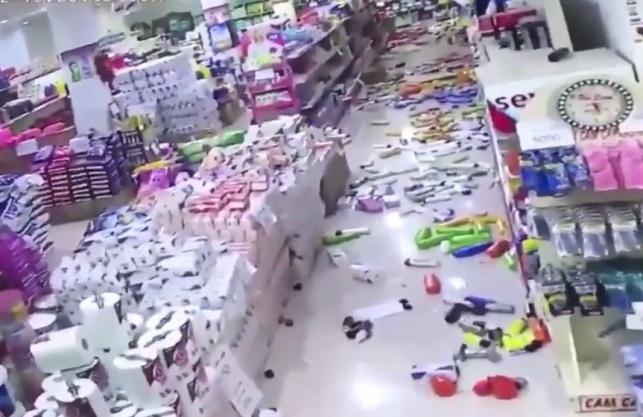 החנות רעדה, המוצרים נפלו