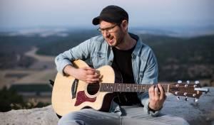 """אור קולנברג בסינגל שלישי  - """"צידה לדרך"""""""