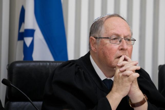 השופט הפורש, אליקים רובינשטיין