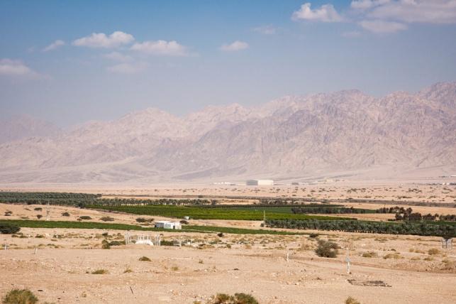 גבול ישראל ירדן עם הרי עקבה ברקע