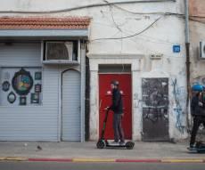 קורקינט על המדרכה בתל אביב, ארכיון