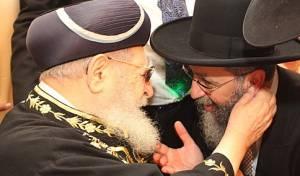 """הגר""""ד יוסף עם אביו מרן הגר""""ע יוסף זצ""""ל - עדות: """"מרן זעק; רבונו של עולם קחני אליך"""""""