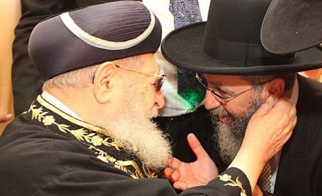 """הגר""""ד יוסף עם אביו מרן הגר""""ע יוסף זצ""""ל"""