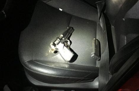 """אקדח שנתפס - באמצע העסקה: כוחות צה""""ל תפסו אקדח"""