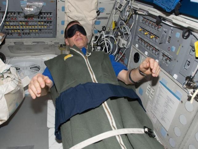 אסטרונאוט ישן בחלל