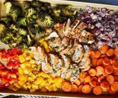 עוף בתנור עם קשת של ירקות - כמה יפה, ככה קל: עוף בתנור עם קשת של ירקות