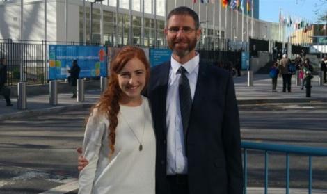 """נתן מאיר ובתו רננה במטה האו""""ם - בעלה של הנרצחת: """"אין באו""""ם טיפת אנושיות"""""""