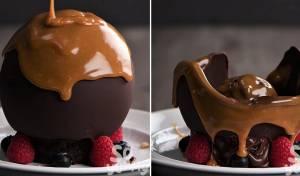 כדור שוקולד נמס עם הפתעות מתוקות בפנים