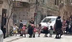 תיעוד: הילדים נמלטים בבהלה מבית הספר