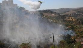 כוחות הכיבוי נאבקים בשריפה בכניסה לי-ם