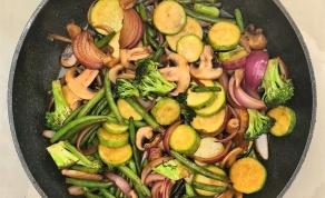 ירקות מוקפצים ברוטב סויה ושום