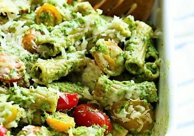 פסטה מחיטה מלאה אפויה ברוטב פסטו ועגבניות - צפו: פסטה מחיטה מלאה אפויה ברוטב פסטו