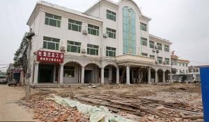 הסינים הזיזו בניין בשביל הרכבת • צפו