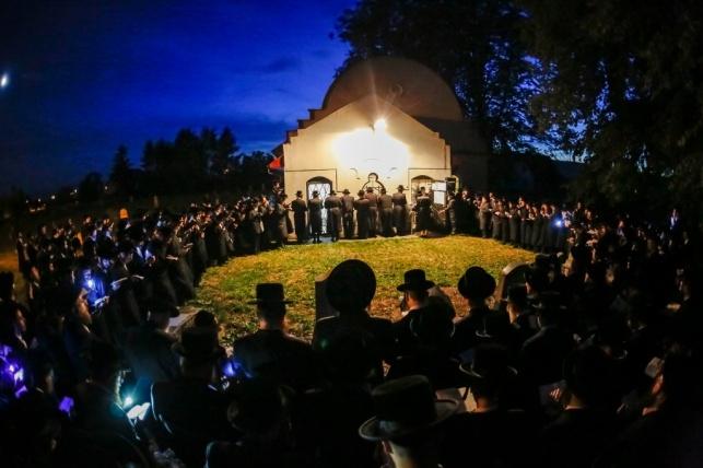 לרגל החתונה: מסע הרבי מבאבוב 45 לפולין