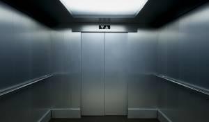 כף רגלה של ילדה בת 5 נמחצה ממעלית
