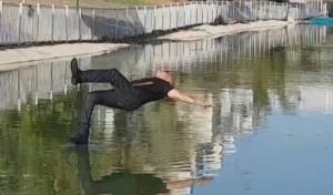 כשהקוסם חזי דין הלך על המים • צפו בווידאו