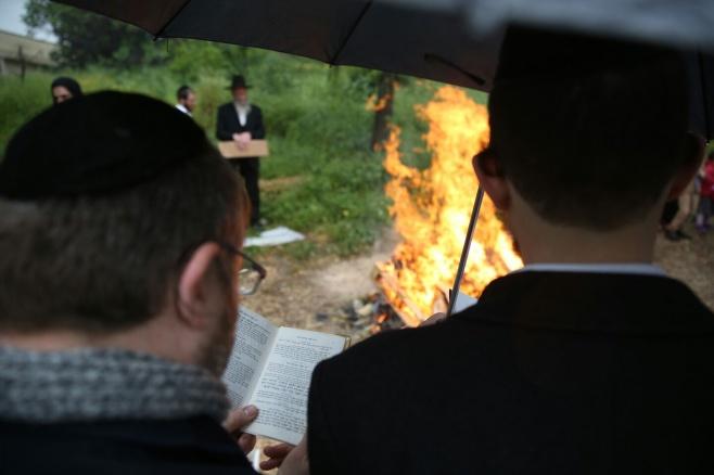 גלריה: כך שרפו את החמץ בכרמיאל • צפו