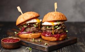 עסיסי בטירוף ועדיין בריא יותר: מתכון להמבורגר הודו