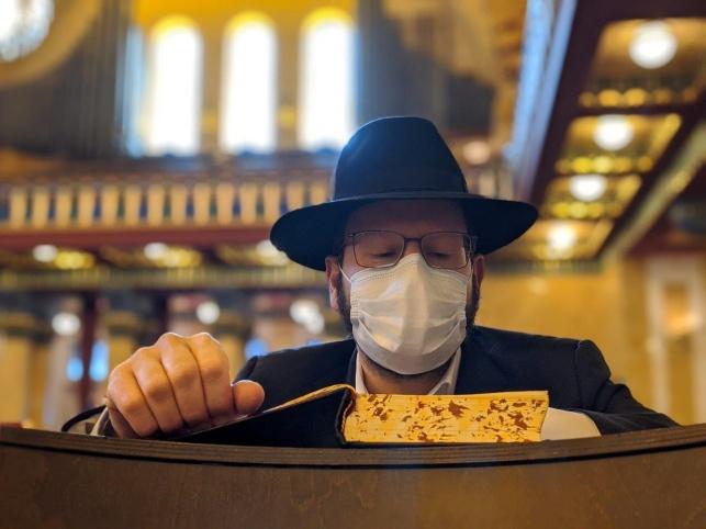 שיעור בבית הכנסת בפרנקפורט