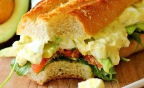 סלט + סנדוויץ' = סלטוויץ' - סלטוויץ' או: מה שקורה מחיבור של סלט וסנדוויץ'