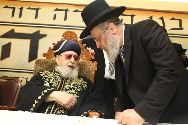 מרן הרב עובדיה יוסף ובנו, הרב יצחק יוסף