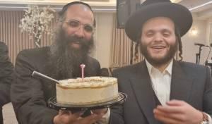 החוגגים הפתיעו את הזמר לרגל יום הולדתו