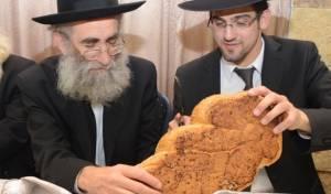 הרב מרקוביץ' עם חתן. אילוסטרציה