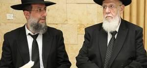 """הרב יעקב כהן עם אביו נשיא המועצת - בצל הביקורת: הגר""""ש כהן שבת אצל בנו"""