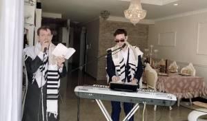 צפו ביואלי ורולי דיקמן בתפילת חג מוזיקלית