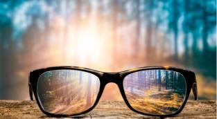 הסרת משקפיים. אילוסטרציה - הסרת משקפיים? הסירו את הדעות הקדומות