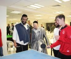 הרב גרוסמן והרב קוק פגשו את השחקנים