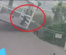 צפו: החופה עפה מהרוחות; הפלסטיני נפצע