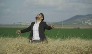 "נהוראי אריאלי בסינגל קליפ: ""צועד קדימה"""