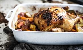 עוף שלם צלוי עם בטטות ופירות הדר - מיוחד: עוף שלם צלוי עם בטטות ופירות הדר