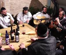 ר׳ מרדכי גוטליב וחברים שרים קרליבך • צפו