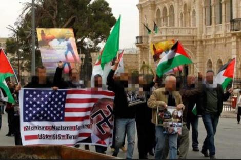 ההפגנה שהתקיימה ביום שישי באל עאידה, החשוד במעיל החום - קצין פלסטיני בכיר לשעבר - חשוד בהסתה