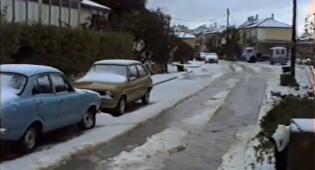 """צפו בסרטון נדיר: """"שלג"""" ירד על הבני ברקים"""