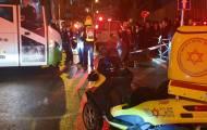 אישה נלכדה מתחת לאוטובוס ונפצעה קשה