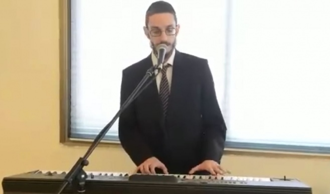 הזמר שמחה פרידמן הודיע בשיר על השם לבנו