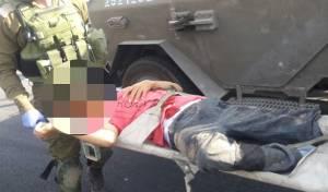 החיילים בזירת הפיגוע - מחבל רץ עם סכין לתחנת האוטובוס - ונורה