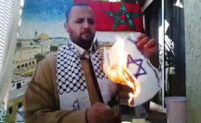 מרוקאי שורף דגל ישראל