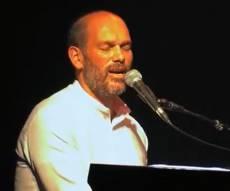 """יונתן רזאל בביצוע לייב לשיר """"כתר"""" • צפו"""