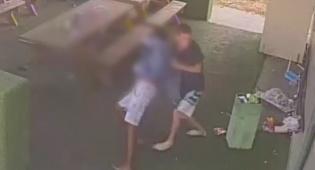 מכות ובקבוק זכוכית: תקפו אדם נעצרו • צפו