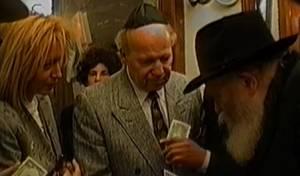 בני הזוג אדלסון עם הרבי מליובאוויטש