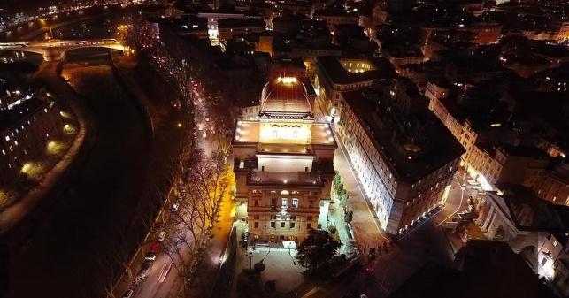 רומא: בית הכנסת הגדול הואר באור מיוחד
