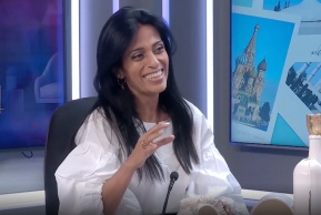 אלישבע בכיכר: היוצרת שרוצה רק את הלבן
