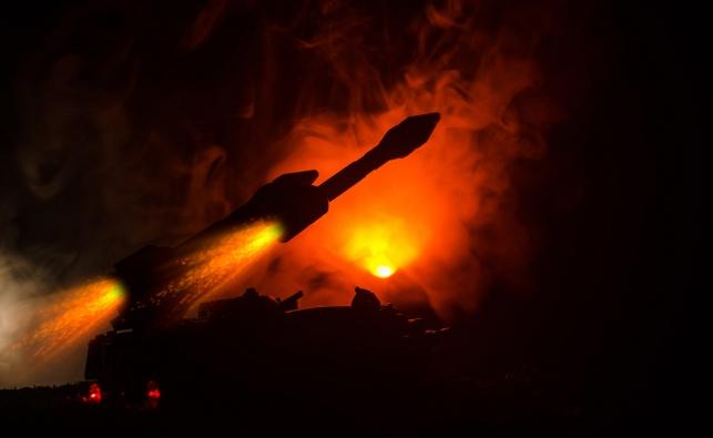 סוריה: ישראל תקפה מחסני טילים איראניים